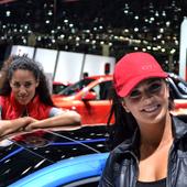 Les femmes aiment les hommes qui roulent en voiture électrique