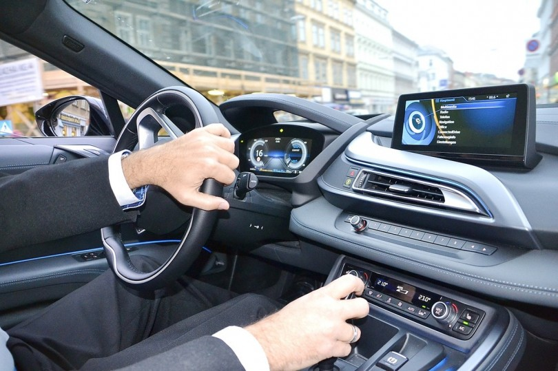 Ces villes o conduire une voiture de luxe n 39 est pas un for Interieur voiture de luxe