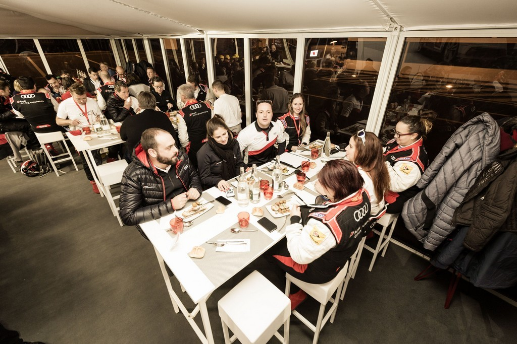 Audi2e a table avant la première course
