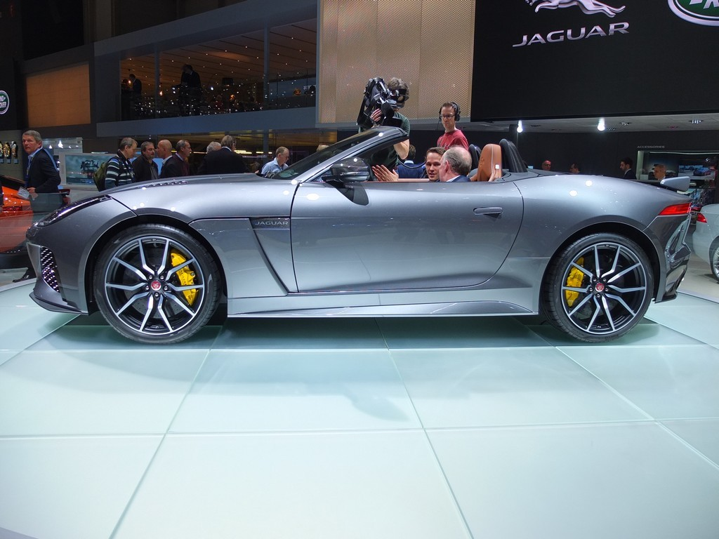jaguar_f-type-svr
