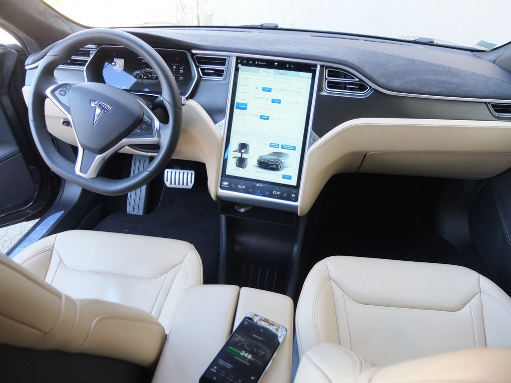 Interieur Tesla Model S Of Essai Tesla Model S 2000 Km 4 Jours Un Peu De Stress