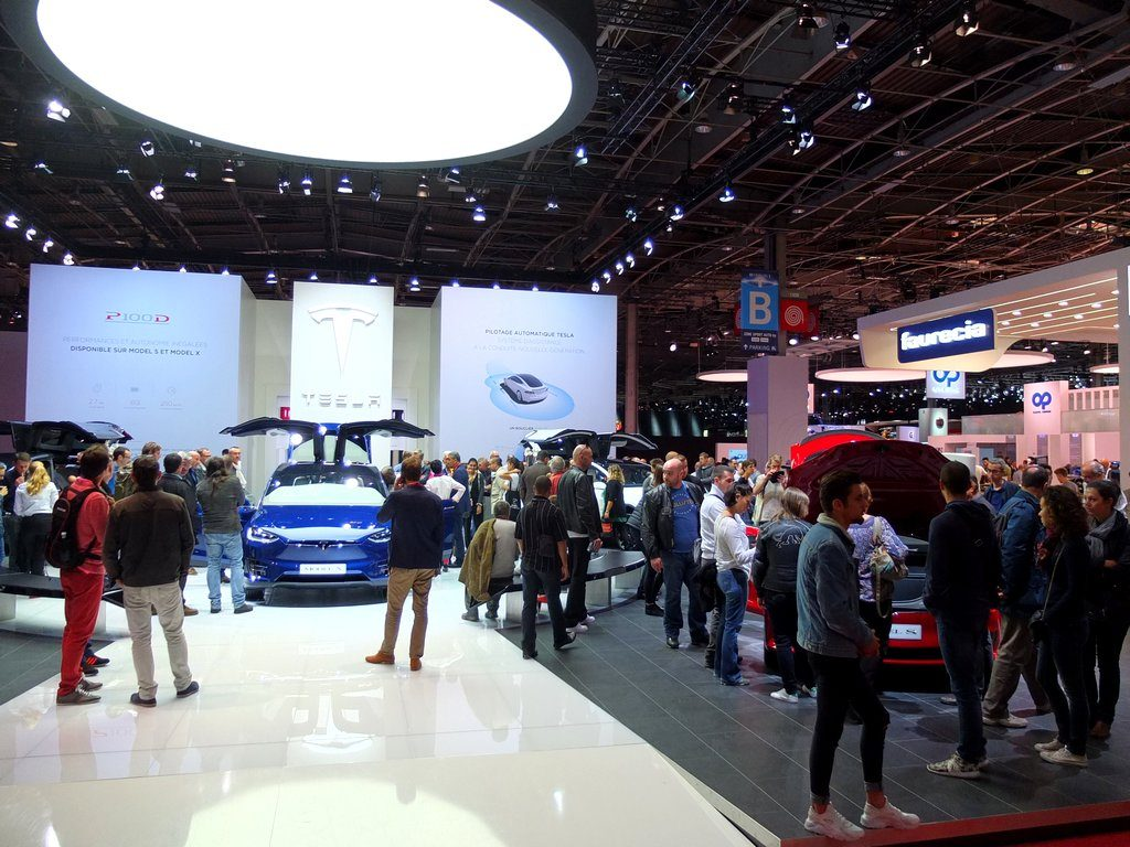 stand tesla - Mondial Automobile Paris 2016