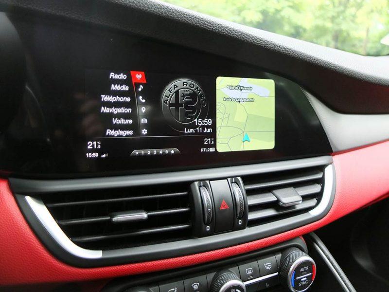 Alfa Romeo Giulia Veloce - infodivertissement