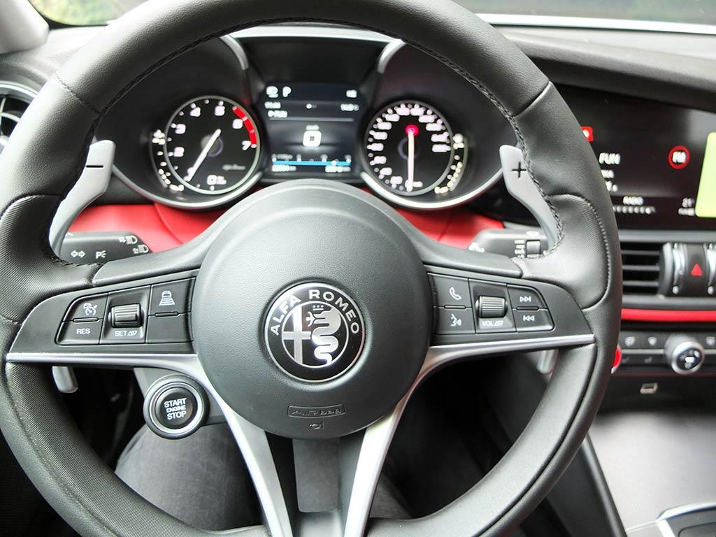 Au volant de l'Alfa Romeo Giulia Veloce (280 ch) | Miss 280ch