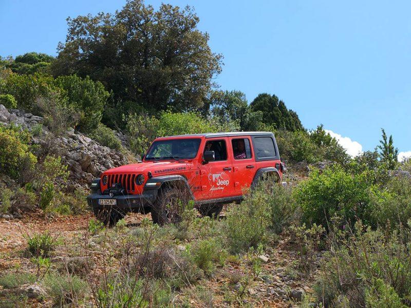 Jeep Academy en Jeep Wrangler Rubicon (domaine de chateau de Lastours)