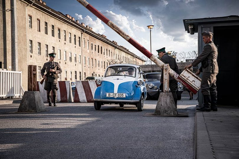 pub bmw isetta mur de berlin