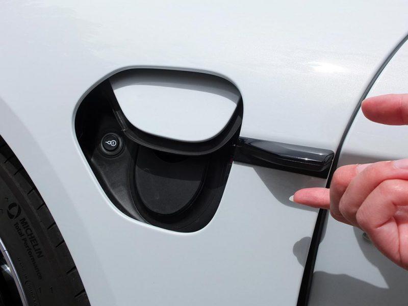 Porsche Taycan - trappe de recharge électrique