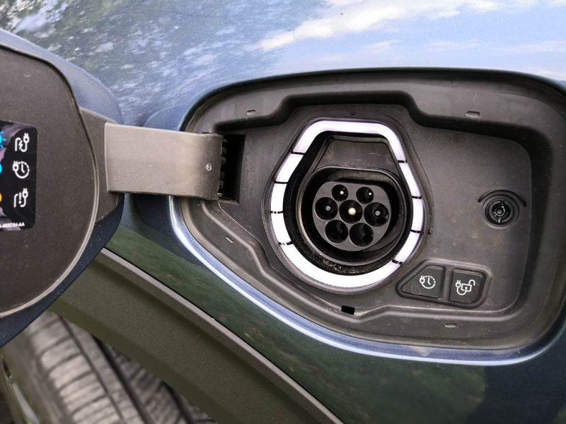 Essai Ford Explorer PHEV - prise type 2 de recharge